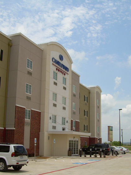 <strong>Candlewood Inn & Suites<span><b>in</b>Residental</span></strong><i>→</i>