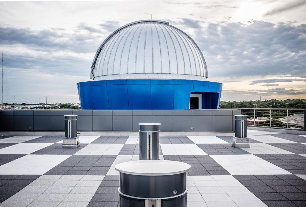 <strong>Third Floor Observatory<span><b>view larger</b></span></strong><i>→</i>